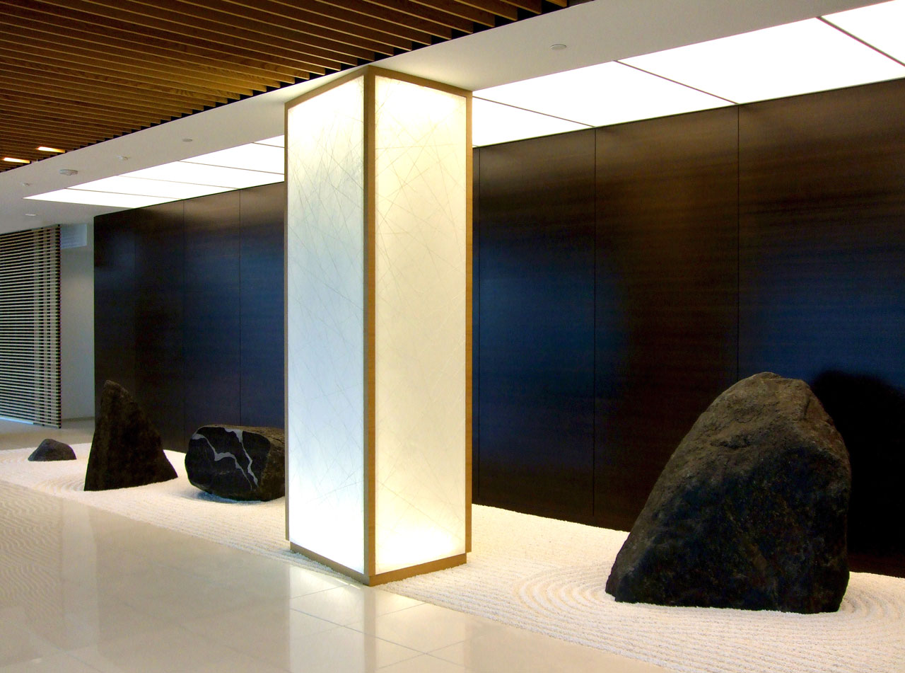 Illuminated washi column in japanese zen garden precious for Columns interior